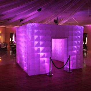 An elegant purple and white photobooth in Wilmington, DE